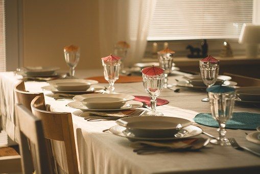 dining-table-710040__340