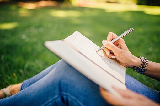 writing-923882__340