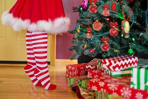 decorating-christmas-tree-2999722__340
